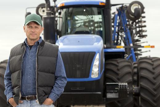 trattore_agricoltore_520