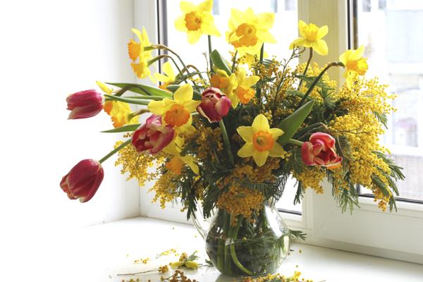 Mazzo Di Fiori Di Primavera.Con La Mimosa Facciamo Il Mazzo Di Fiori Di Primavera Fiori E Foglie