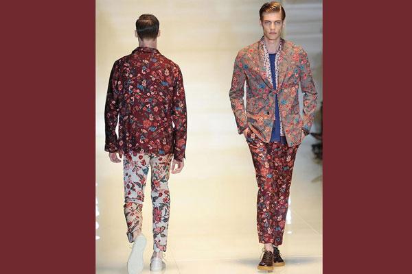 Completo gucci gucci uomo outlet abbigliamento gucci for Portafoglio gucci fiori
