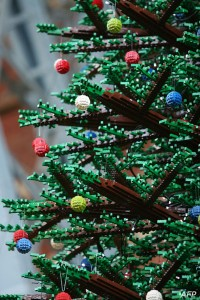 Albero Di Natale Lego.A Londra L Albero Di Natale Fatto Con 600mila Mattoncini Di Lego Fiori E Foglie