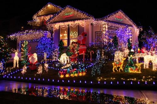 luci natale500 Natale low cost: risparmiare il 75% sulle luminarie